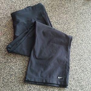 Nike dri-fit crop workout pants.